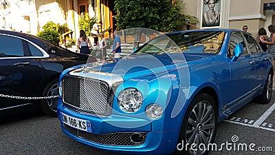 Blauer Bentley Mulsanne stock video