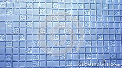 Blaues Mosaik des Beschaffenheitshintergrundes, kleine quadratische transparente Fliesen auf der Wand Glasplatte für Küchen stock footage