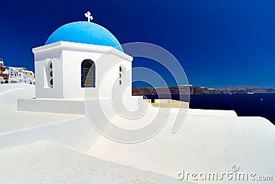 Blauwe en witte kerk op Santorini