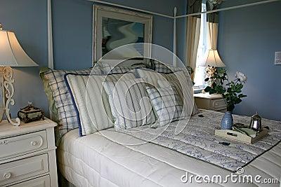 Slaapkamer met lichtblauwe muren stock afbeelding beeld 1948031 - Decoratie hoofdslaapkamer ...