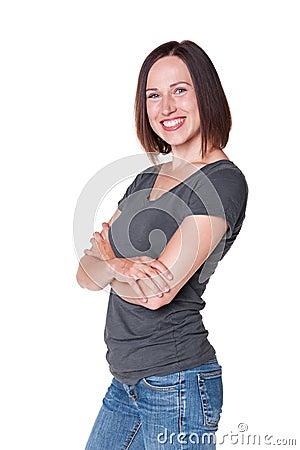 Blije jonge vrouw in vrijetijdskleding