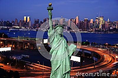 Bloccaggio di notte del midtown new york fotografia stock for Foto new york notte
