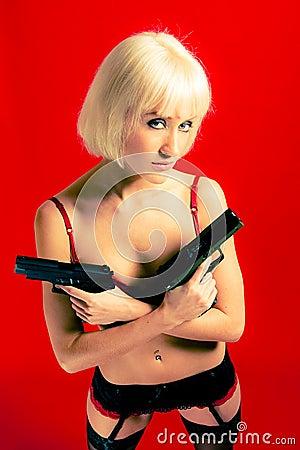 Blond farlig kvinna