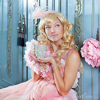 Free Blond Fashion Princess Woman Drinking Tea Royalty Free Stock Photography - 23036327