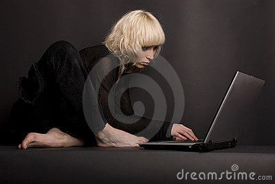 Blond & Laptop