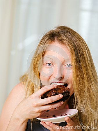 Free Blond Woman Biting A Chocolate Brownie Royalty Free Stock Images - 33405209