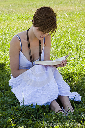 Free Blond Woman Reading Stock Images - 5289214