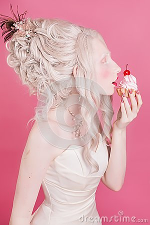 Free Blond Woman With Beautiful Luxurious Rococo Hair Style Stock Photo - 104991480