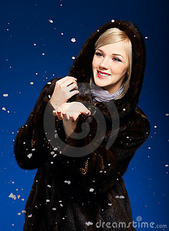 Free Blonde Girl In Furs Royalty Free Stock Photos - 18115548