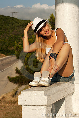 Blonde whith white hat