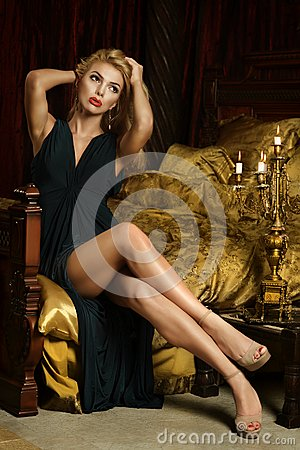 Free Blonde Woman Sitting On Bed Royalty Free Stock Photo - 43365435