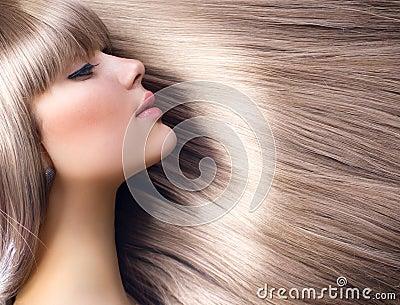 Blont modeflickahår