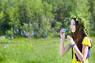 Blowen bubbles flickan