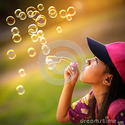 Free Blowing A Soap Bubbles Royalty Free Stock Photos - 42320528
