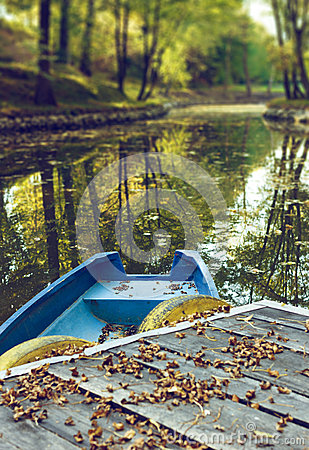 Free Blue Boat On Lake In Autumn Season Royalty Free Stock Photography - 29796067