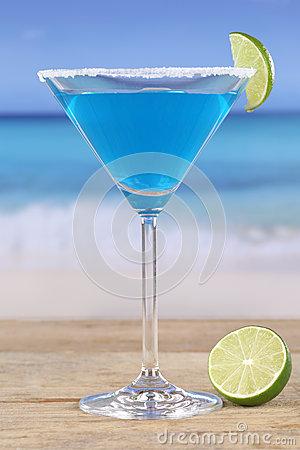 Free Blue Curacao Cocktail On The Beach Stock Photos - 39386943