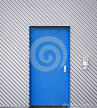 Free Blue Door In A Facade Of Corrugated Iron Stock Photography - 46671202