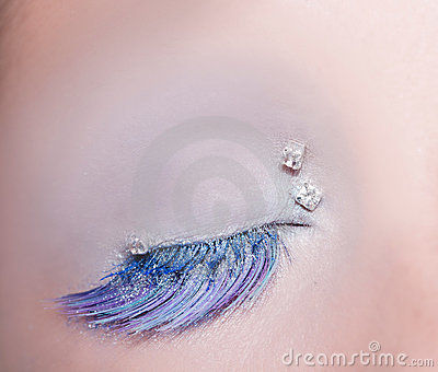 Blue eye fashion makeup winter feather