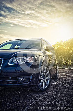 Free Blue Family Car Stock Photo - 44657810