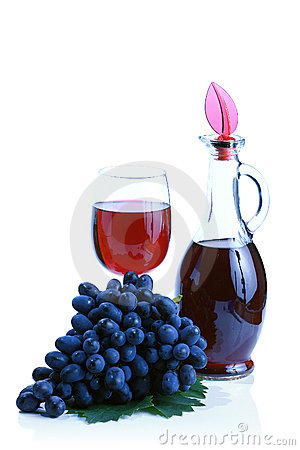 Blue grape cluster and red wine