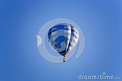 Blue moon balonowy niebo