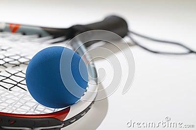 Raquetball on raquet strings
