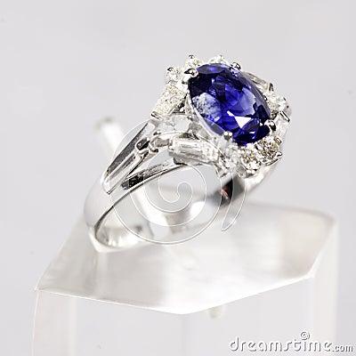 Free Blue Sapphire White Gold Ring Stock Photo - 3664430