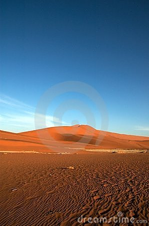Free Blue Sky And Red Sand Royalty Free Stock Image - 1005216