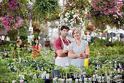 Blumenhändler am Gewächshaus
