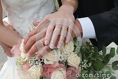 Blumenstrauß und Hände