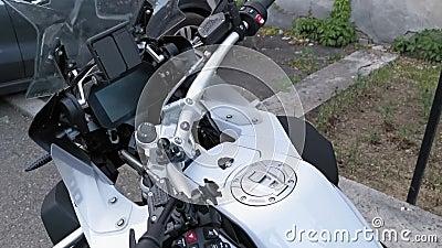 BMW Sportmotorrad-Lenkrad mit Gastank stock video