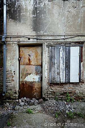 Free Boarded Up Window And Rusty Door Royalty Free Stock Photos - 21593218