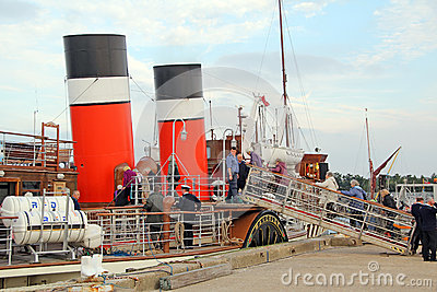 Boarding the waverley paddle steamer Editorial Image