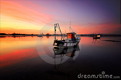 Boat On Dell Quay Harbour Waters Stock Images - Image: 4323774