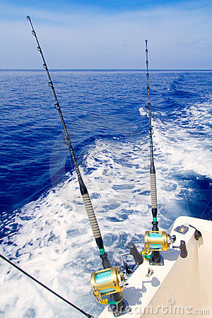 Free Boat Fishing Trolling In Deep Blue Sea Royalty Free Stock Images - 21391859