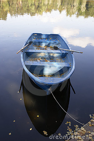 Free Boat On A Lake Royalty Free Stock Images - 16100329