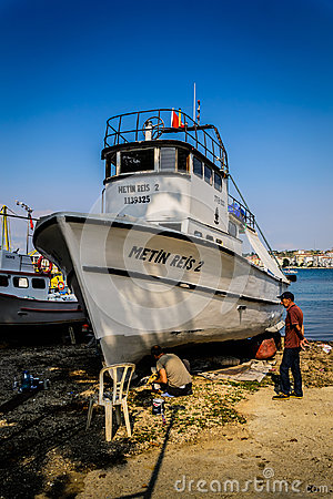 Free Boat Restoration In Fishermen Shelter Stock Images - 98520494