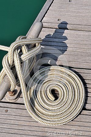 Boat rope twist into circle on dock