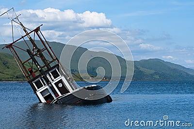 Boat, sinking, fishing vessel, Loch Linnie