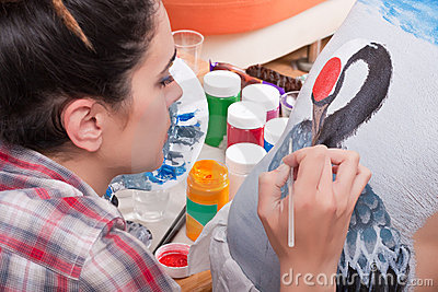 Body-painting a crane on person s back (1)