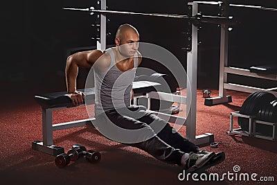 Bodybuilder pushing up
