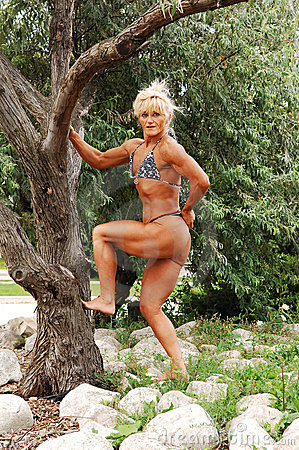 Bodybuilding woman on location.