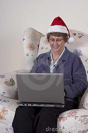 Boże narodzenia dorośleć zakupy online starszej kobiety