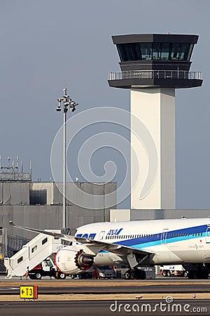 Boeing 787 aterrado na emergência Imagem Editorial