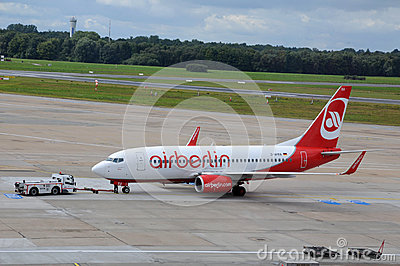 Boeing Airberlin no aeroporto Hamburgo Foto Editorial