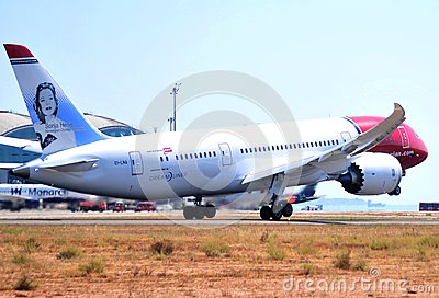 Boeing 787-9 dreamliner from norwegian airlines takes elevation maniobre in the international airport of alicante, spain Editorial Photo