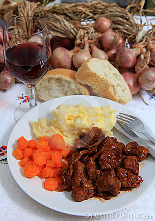 Boeuf bourguignonne meal with wine and bread