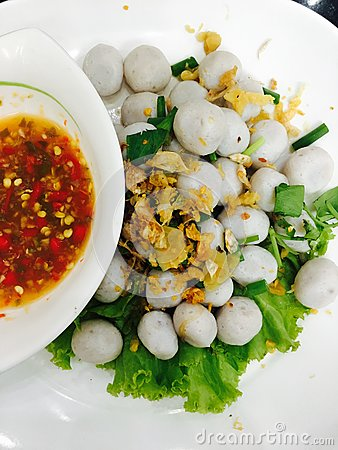 Free Boiled Fish Ball With Vegetables, Fried Garlic And Spicy Sauce Royalty Free Stock Photo - 84271925