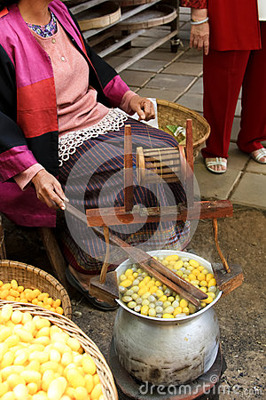 Free Boiling Silk Cocoons Stock Photography - 38011332
