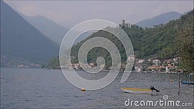 bok av poesi i staden av Lovere på sjön Iseo, Italien lager videofilmer